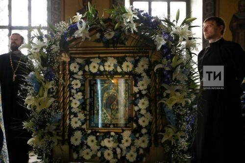 Заступница всей страны: Казанская икона Божией Матери найдена вдвух частях изтрех спомощью «машины времени»