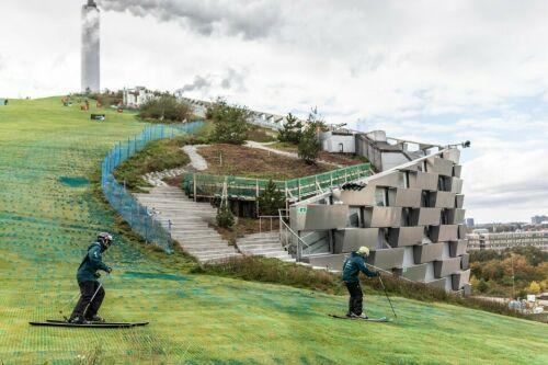 На лыжах по крыше МСЗ: Как в Дании совместили переработку отходов с горнолыжным курортом
