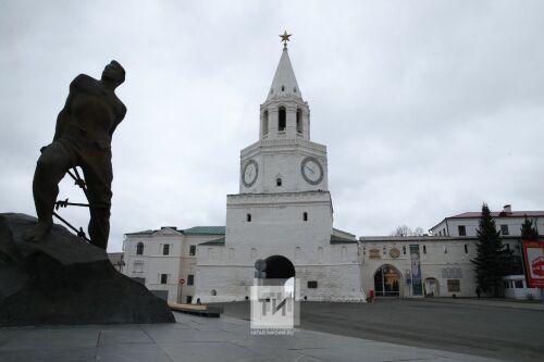 «Что пишут в Казани»: мегаконтракт КВЗ, 8 человек – в прогнившем доме, захват берега Волги