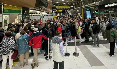 Очереди в Казани: аэропорт, избирательные участки и поликлиника